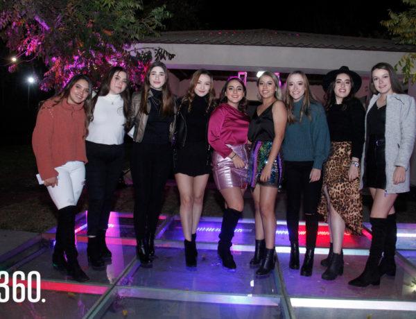 Caro Garza Gutiérrez y Cecilia Trejo Sandino celebraron sus 18 años acompañadas por sus amigas.
