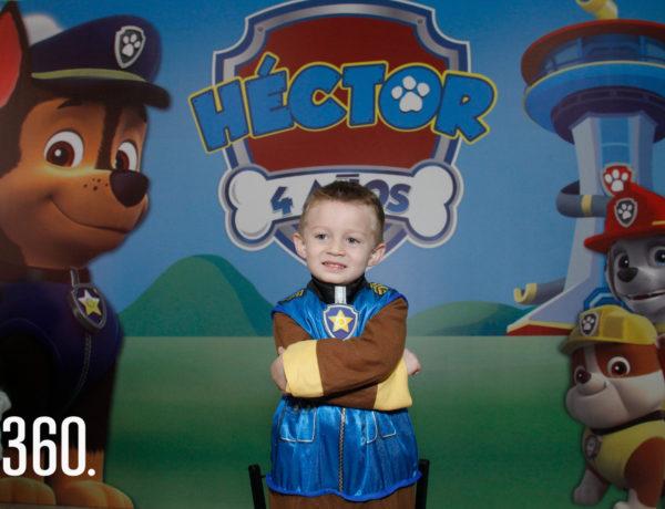 """Héctor Manuel Reyes Reyes festejó su cuarto aniversario disfrazado de Chase su personaje favorito de """"Paw Patrol""""."""