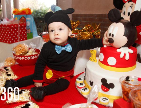 Mario Alberto Flores Morales festejó su primer aniversario al estilo de Mickey Mouse.