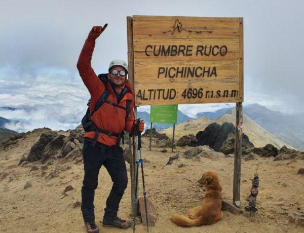 El deportista cumplió su primer propósito del año al escalar los tres volcanes más altos de Ecuador.