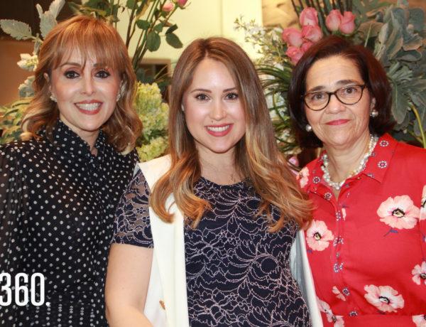 Nicole con su madre y suegra, Yvette Morales de Ferrara y Conchalupe Llaguno.