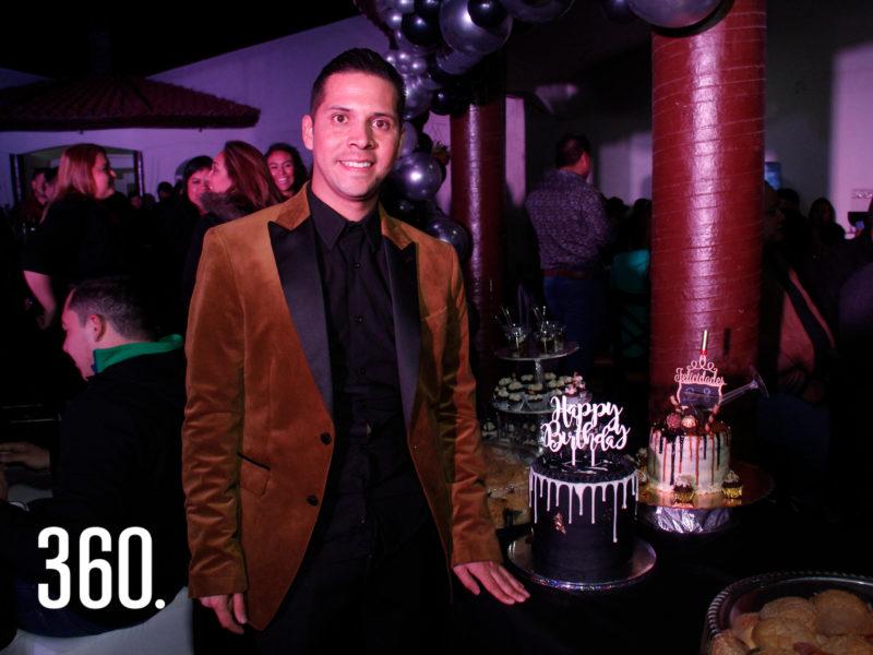"""Leonardo López celebró sus 28 años con una gran """"Disco Party"""", en la palapa en Ramos Arizpe."""
