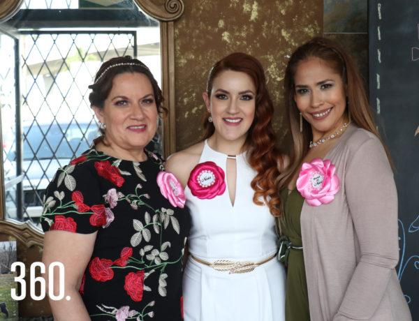 Luz del Carmen Rodriguez, Valeria Flores y María de Jesús Valles.