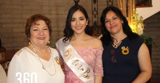 Karen con su suegra y madre, Emma Siller y Maricarmen González.