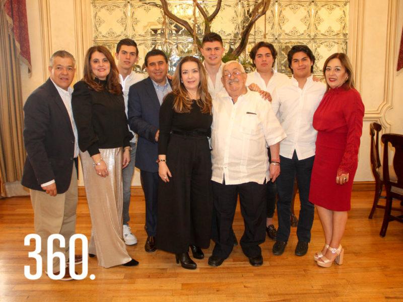 Leopoldo con sus hijos y nietos.