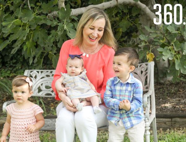 Irma Eugenia con sus nietos Eugenia, Miguel y Regina. El pequeño Ernesto de 9 meses vive en Canadá, pero desde allá le manda besos a Mima.
