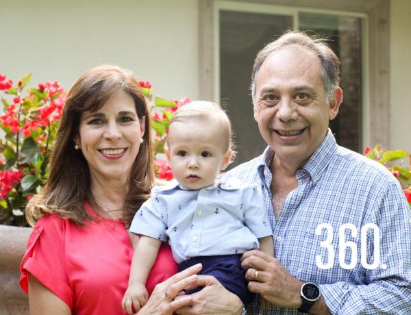 Jorge y Leticia con su nieto de 10 meses Jaime Garza Del Bosque.