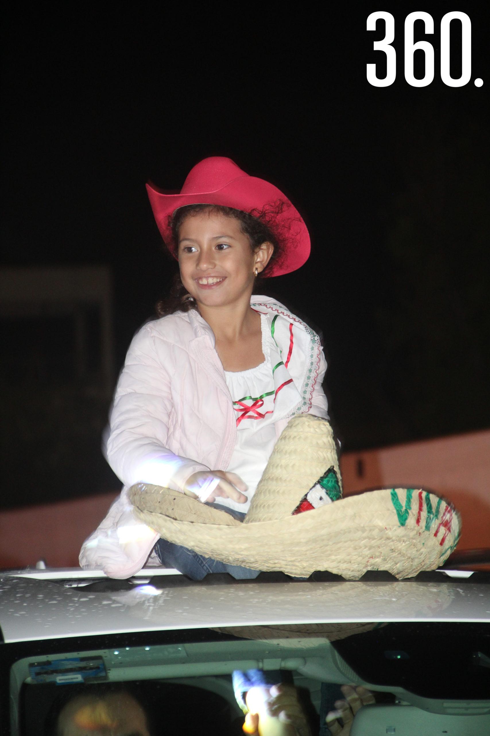 Los alumnos disfrutaron de una caravana nocturna para celebrar la Independencia de México.