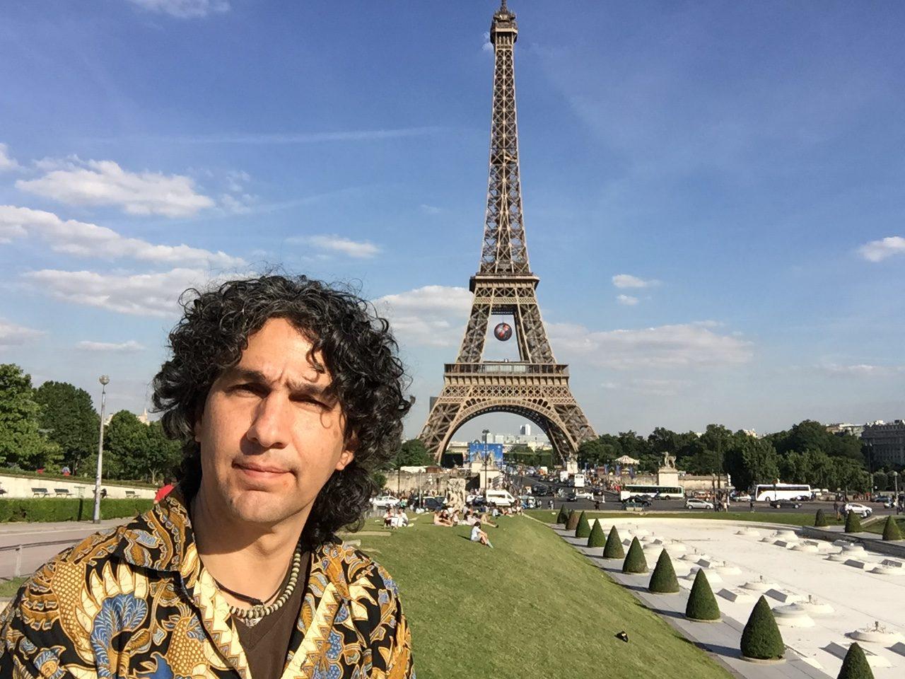 Vivió en Poitiers, Francia por un año y pudo viajar por toda Europa.