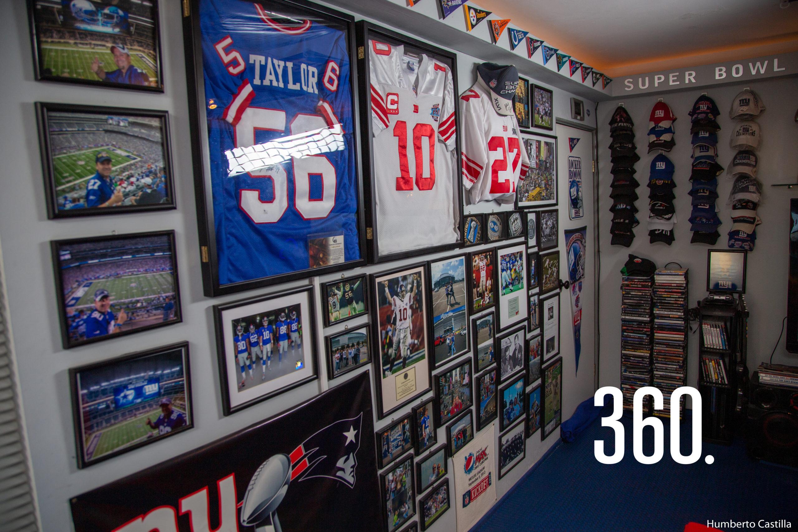 Su colección se compone de más de 300 piezas, entre cascos, jerseys, trofeos, entre otros objetos.