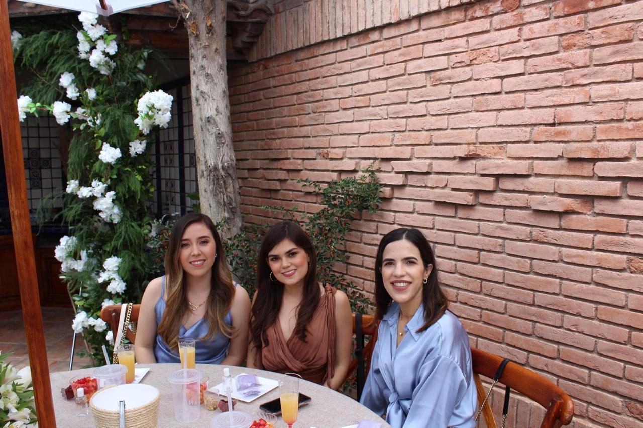 Ale Sandoval, Ale Fuentes y Estela Cuéllar.