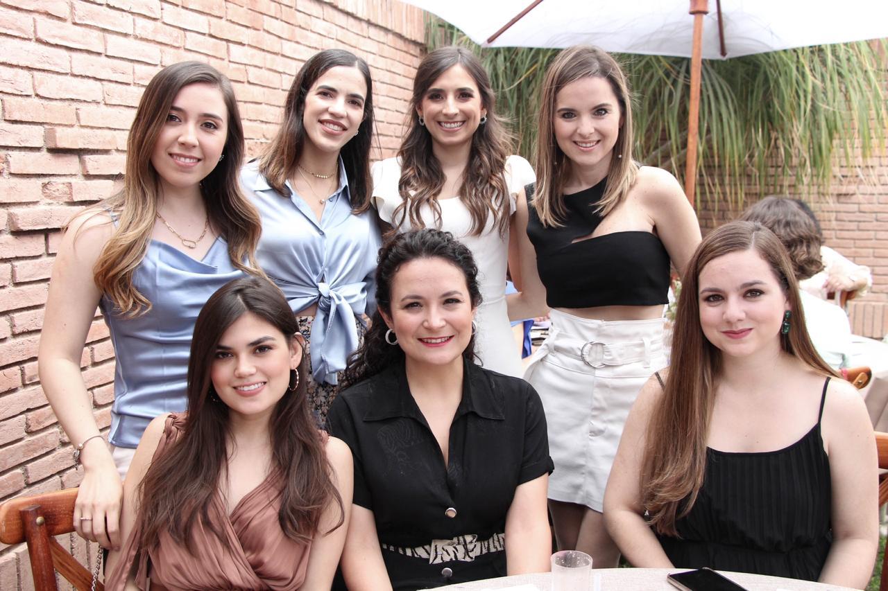 Daniela Fuentes y familiares.