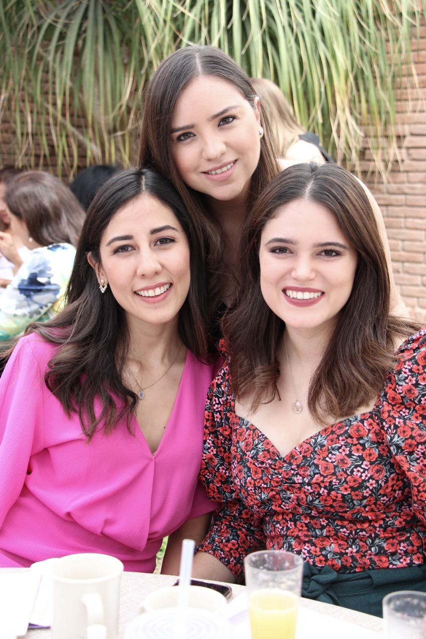 Gaby Perales, Clau Valdez y Annie Aguirre.