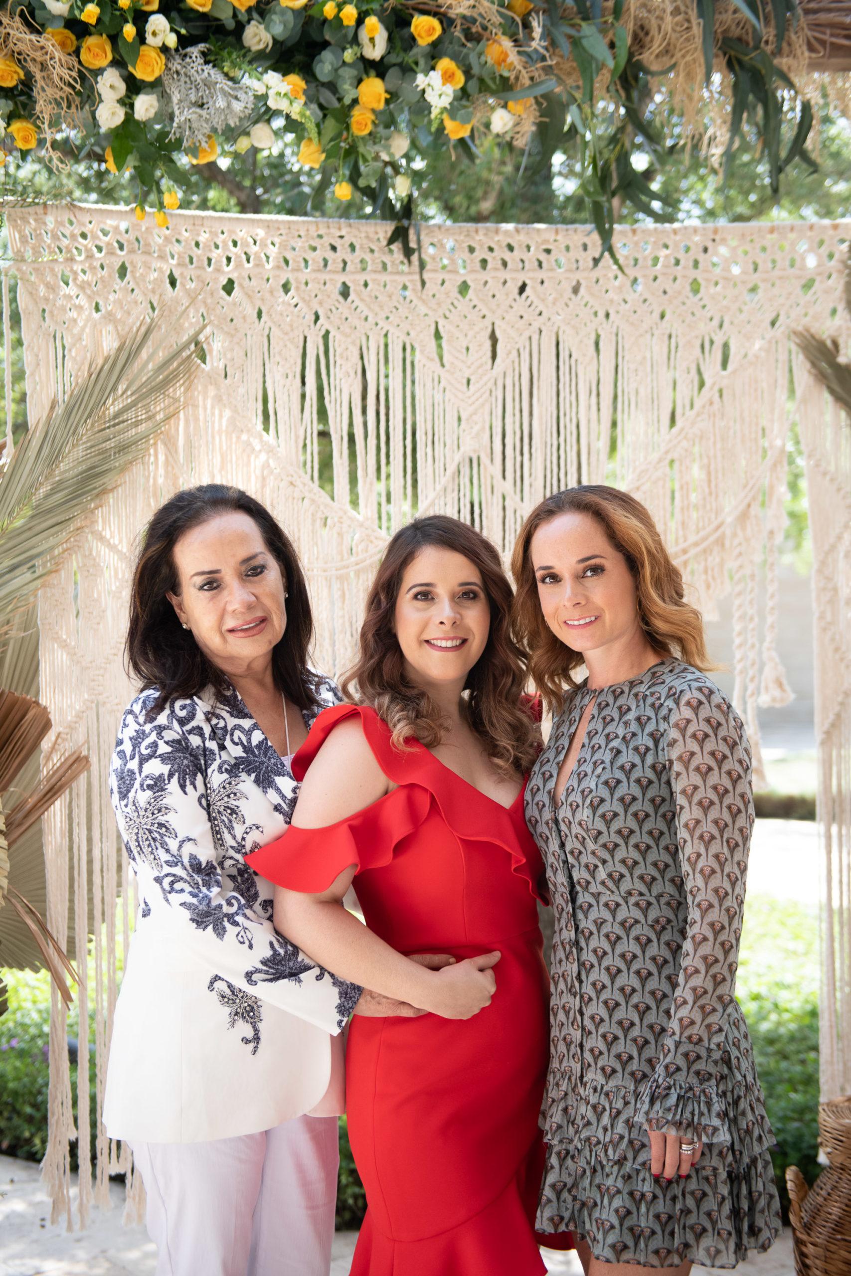 Denise Valdez de Obando, Romy Obando y Denise Ma. Obando de Mohamar.