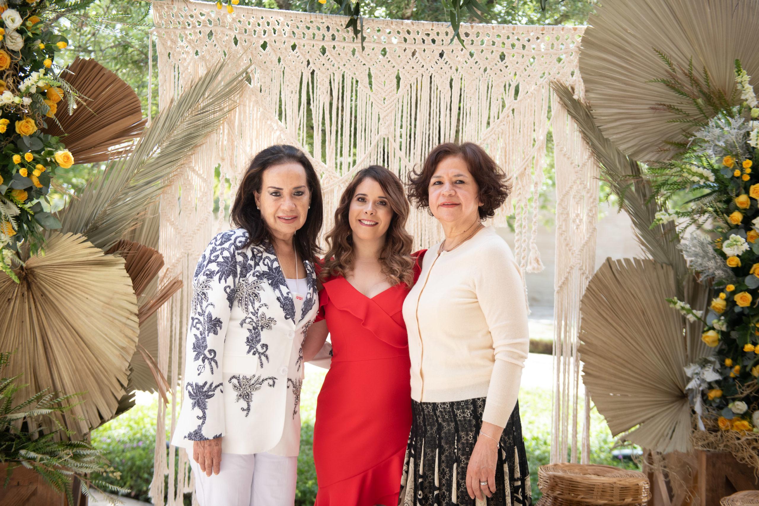 Denise Valdez de Obando, Romy Obando y Chiquis Álvarez de Barraza.