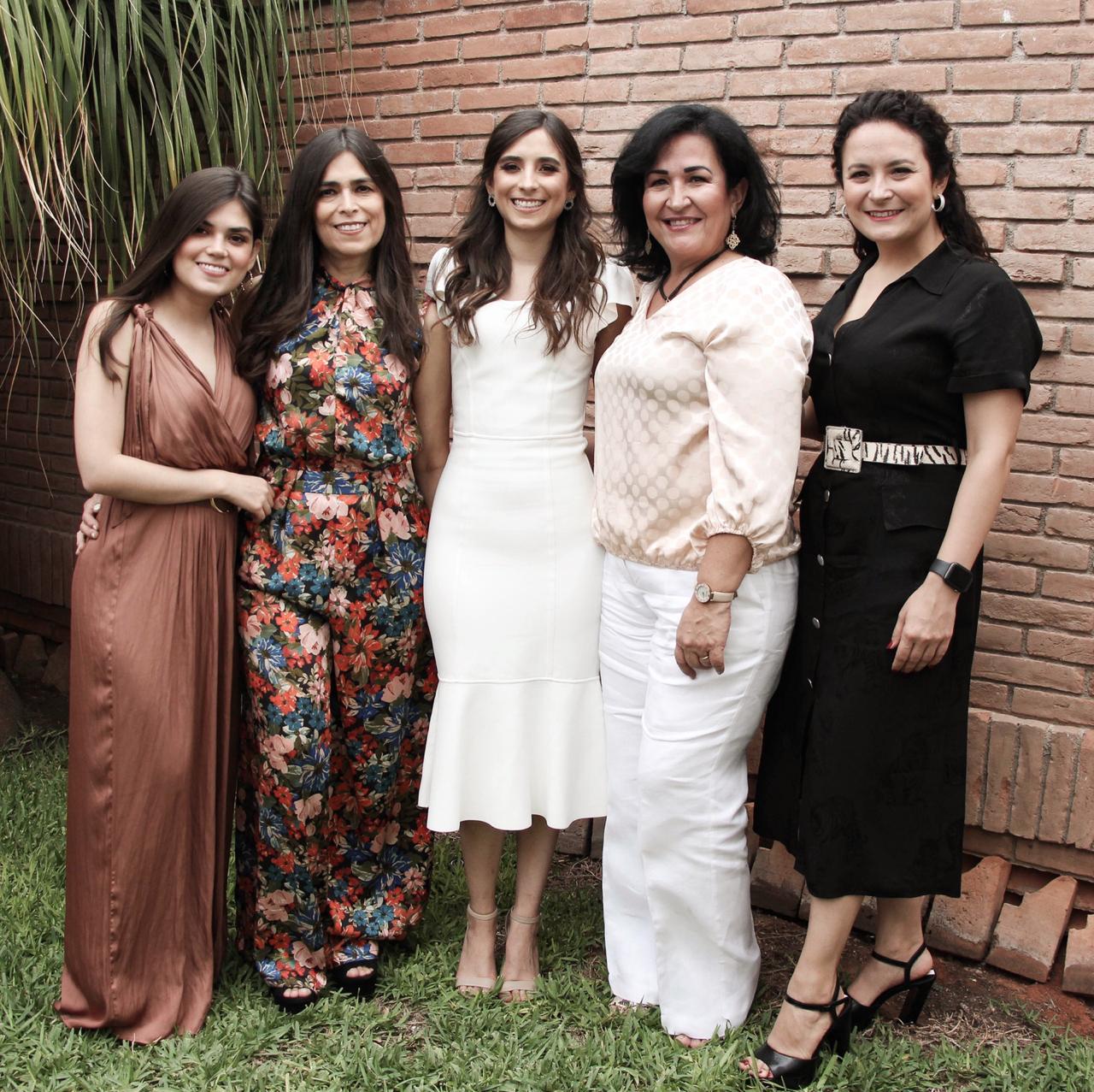 Ale Fuentes, Yolanda Lozano, Daniela Fuentes, Doris Garza y Mariana González.