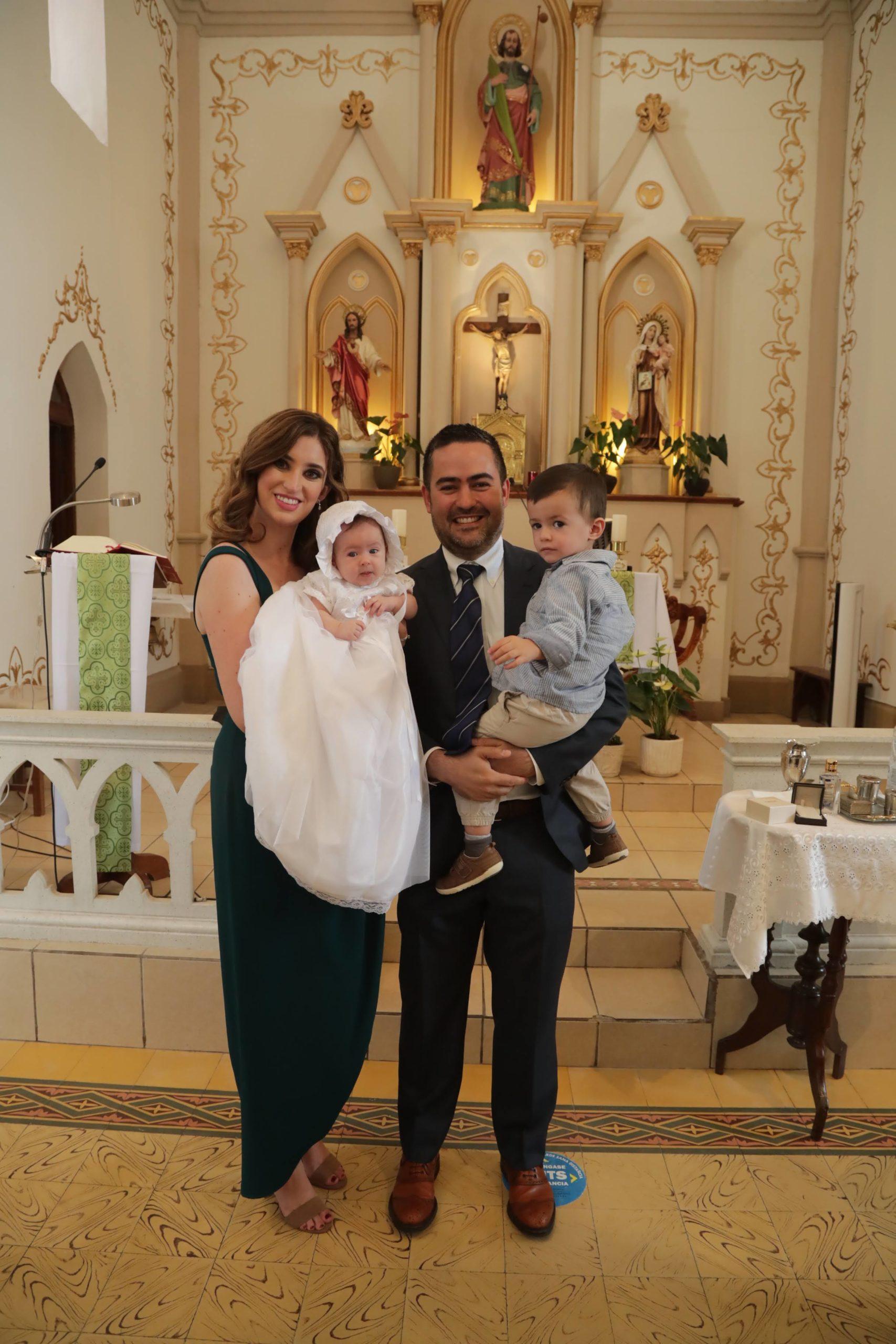 Miguel Arizpe Rodríguez e Irma E. Santoscoy De la Garza con sus hijos Miguel y Eugenia Arizpe Santoscoy.