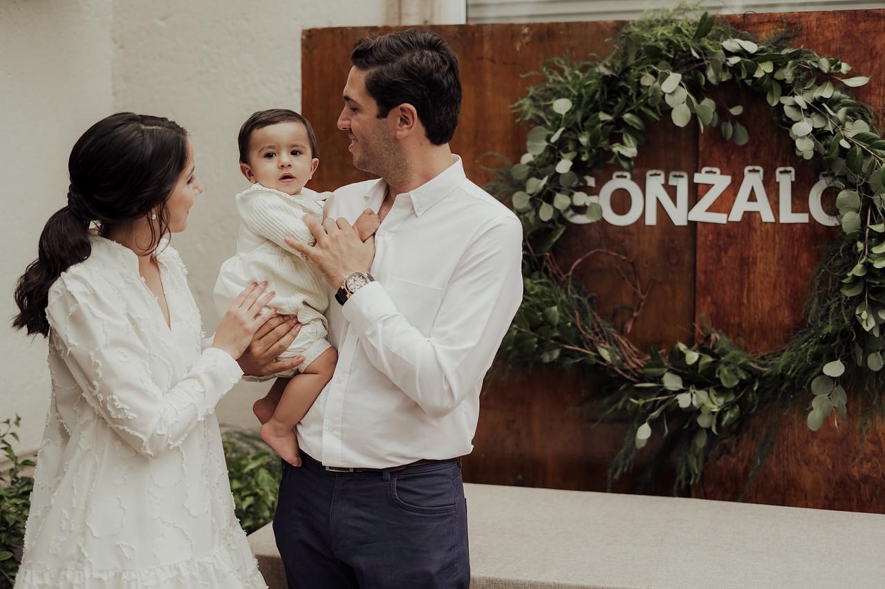 Gonzalo con sus papás.