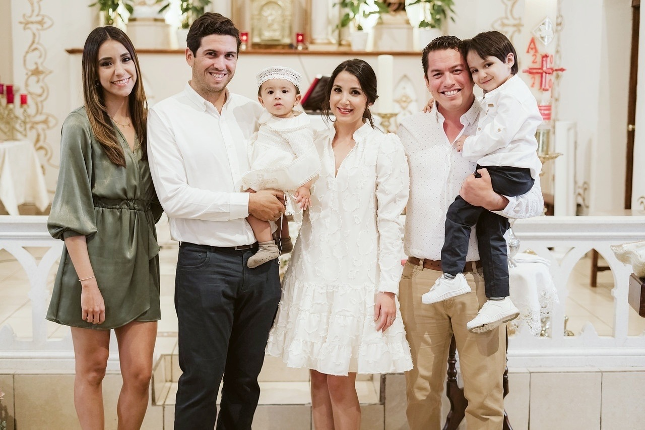Familia Peart Treviño, María Isabel y Enrique Guevara.