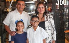 Fernando con sus padres y hermana, Fernando Bonilla, Karina Mora y Dariana Bonilla.