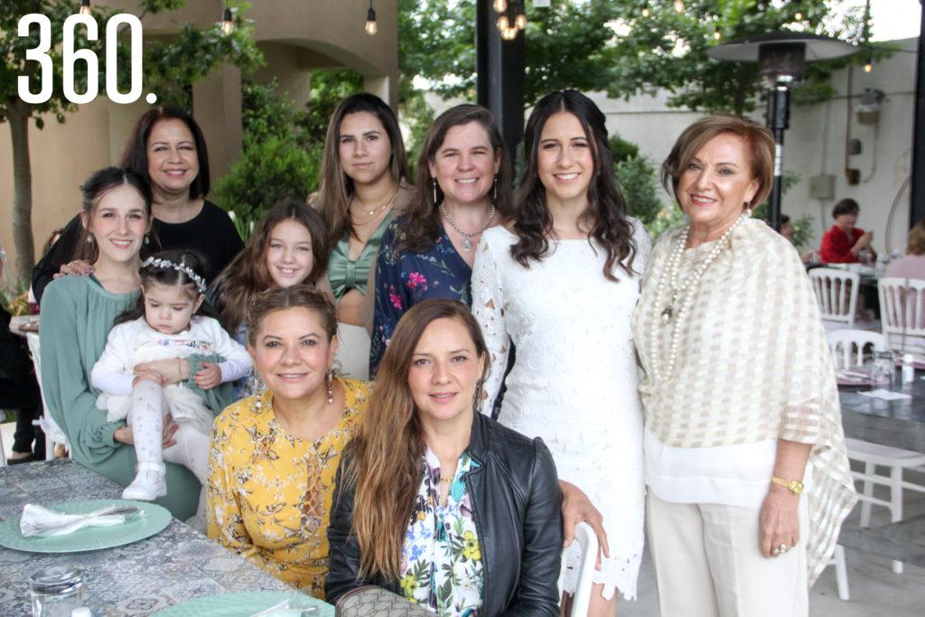 Maru con su familia.