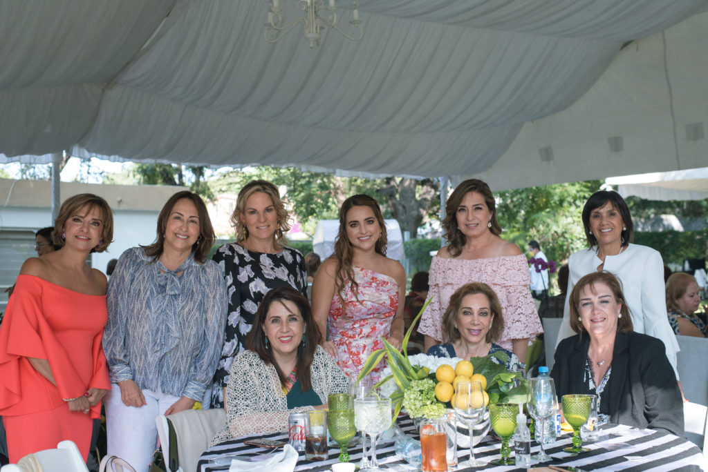 Malena González, Teté Ramos, Ivonne Espinoza de Salinas, Maru Pérez, Malena Flores, Hilda Terán, Tere Cata del Bosque, Raquel Torres de López y Liliana Salinas.