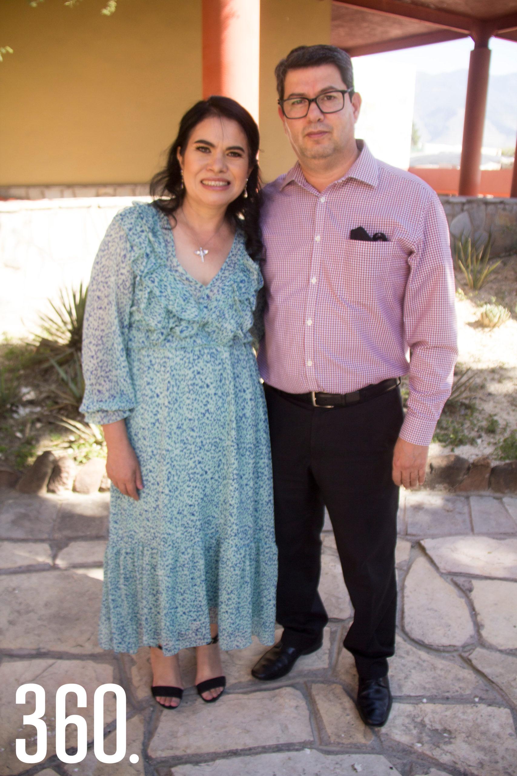 Mónica Castillo Reyes y Benjamín Ramos Arreola, abuelitos maternos.