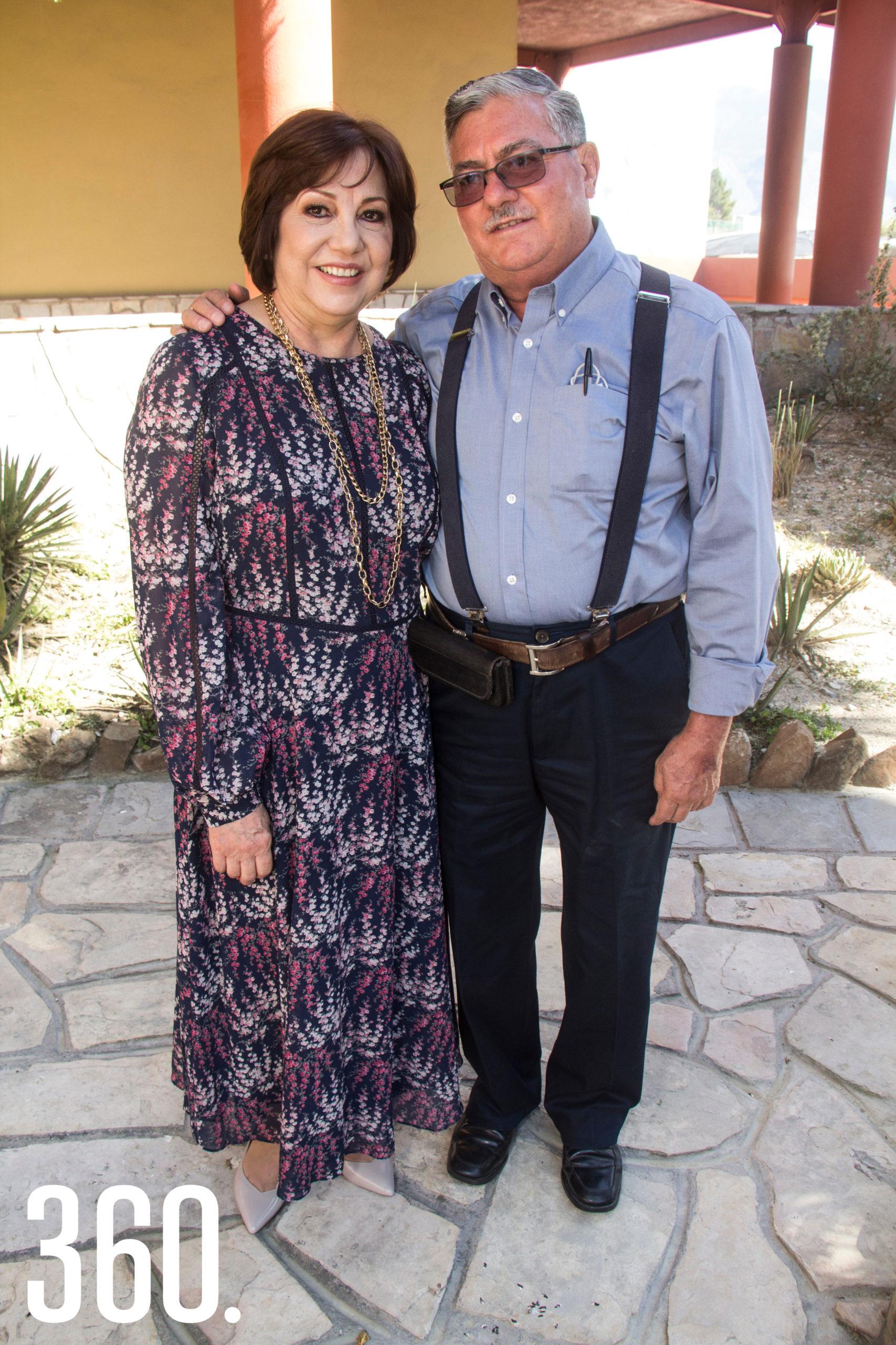 Coco Garza Ramos y Fernando Cavazos García, abuelitos paternos.