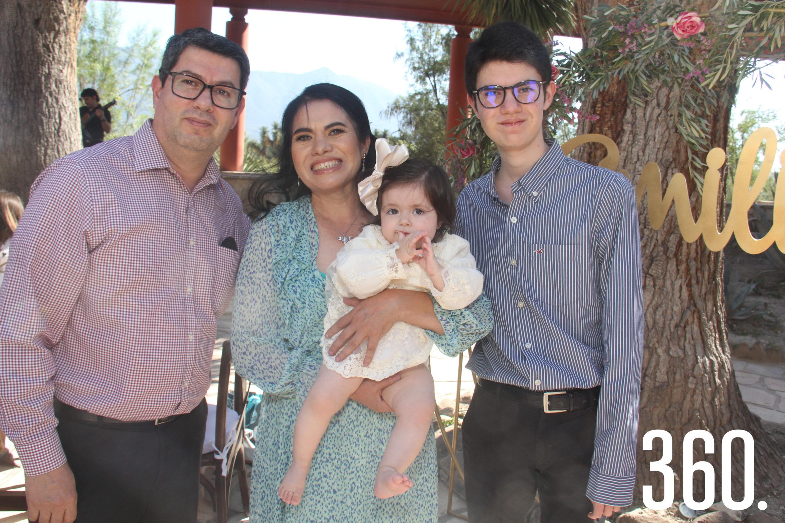 Daniel Cavazos, Nancy Ramos Castillo y Rodrigo Ramos.