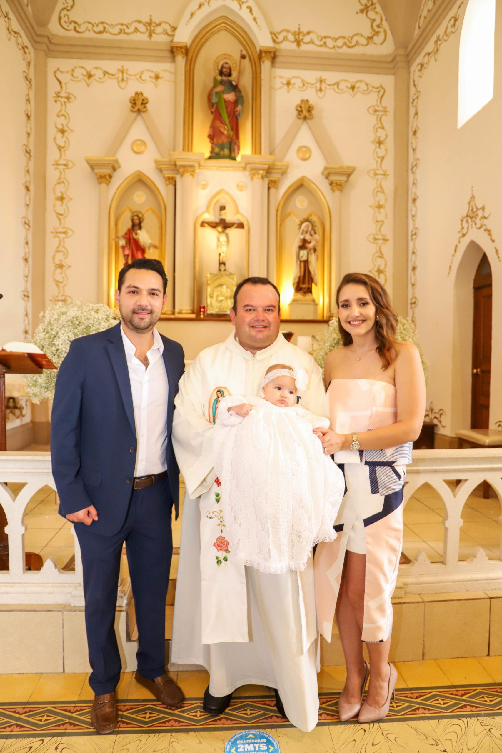 Gerardo López, Pbro. Alonso Gaytán, Loretta López y Lorena Elizondo.
