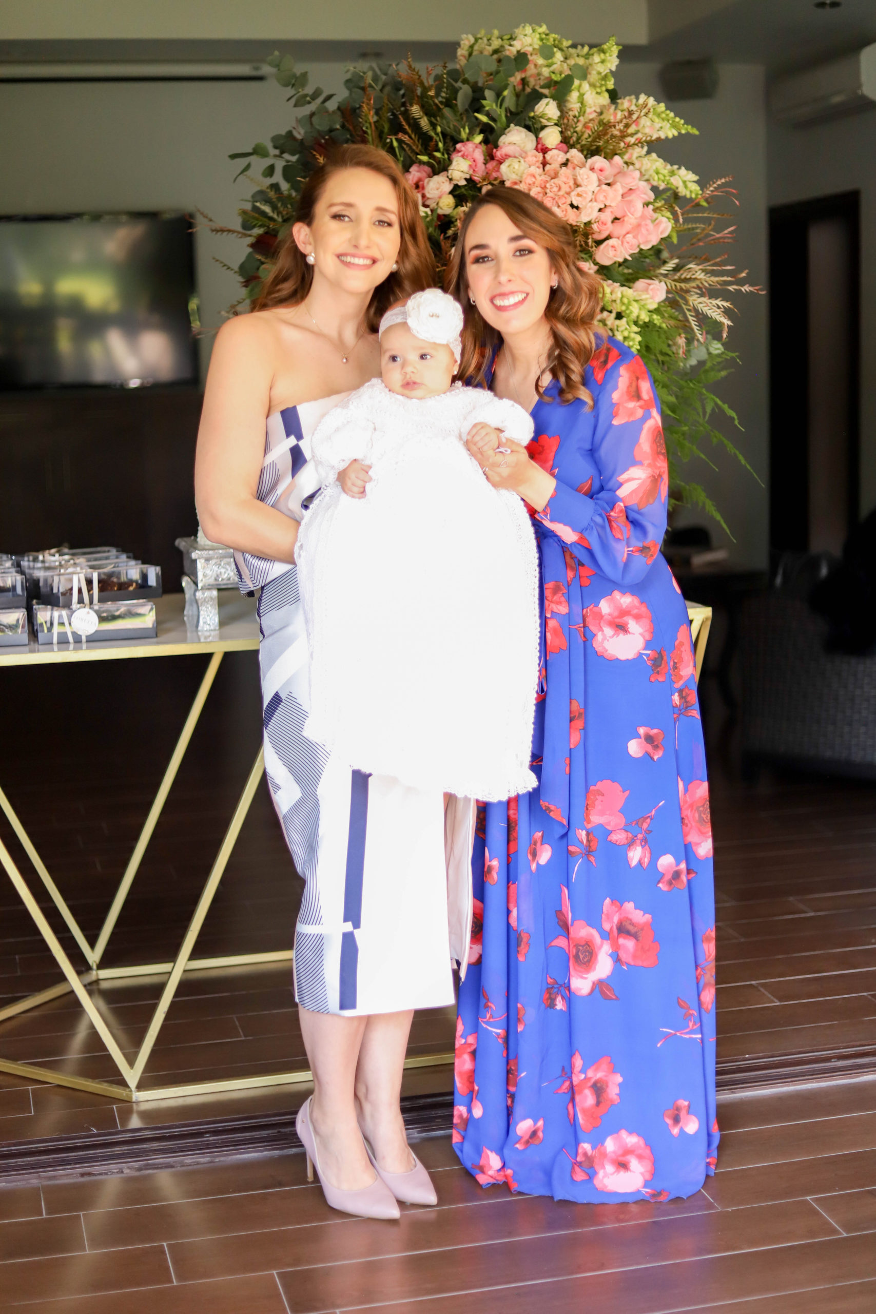 Lorena Elizondo y Sofía Cepeda con Loretta.