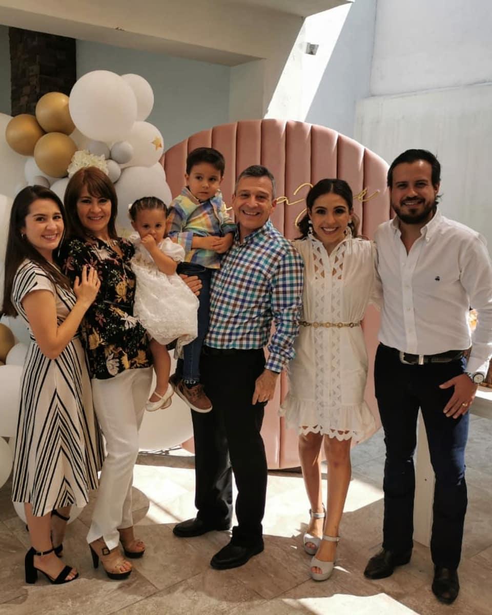 Jacqui Orta, Judith Duarte y José Orta con María José y Juan Carlos Oviedo, Ixchel Orta y Juan Carlos Oviedo.