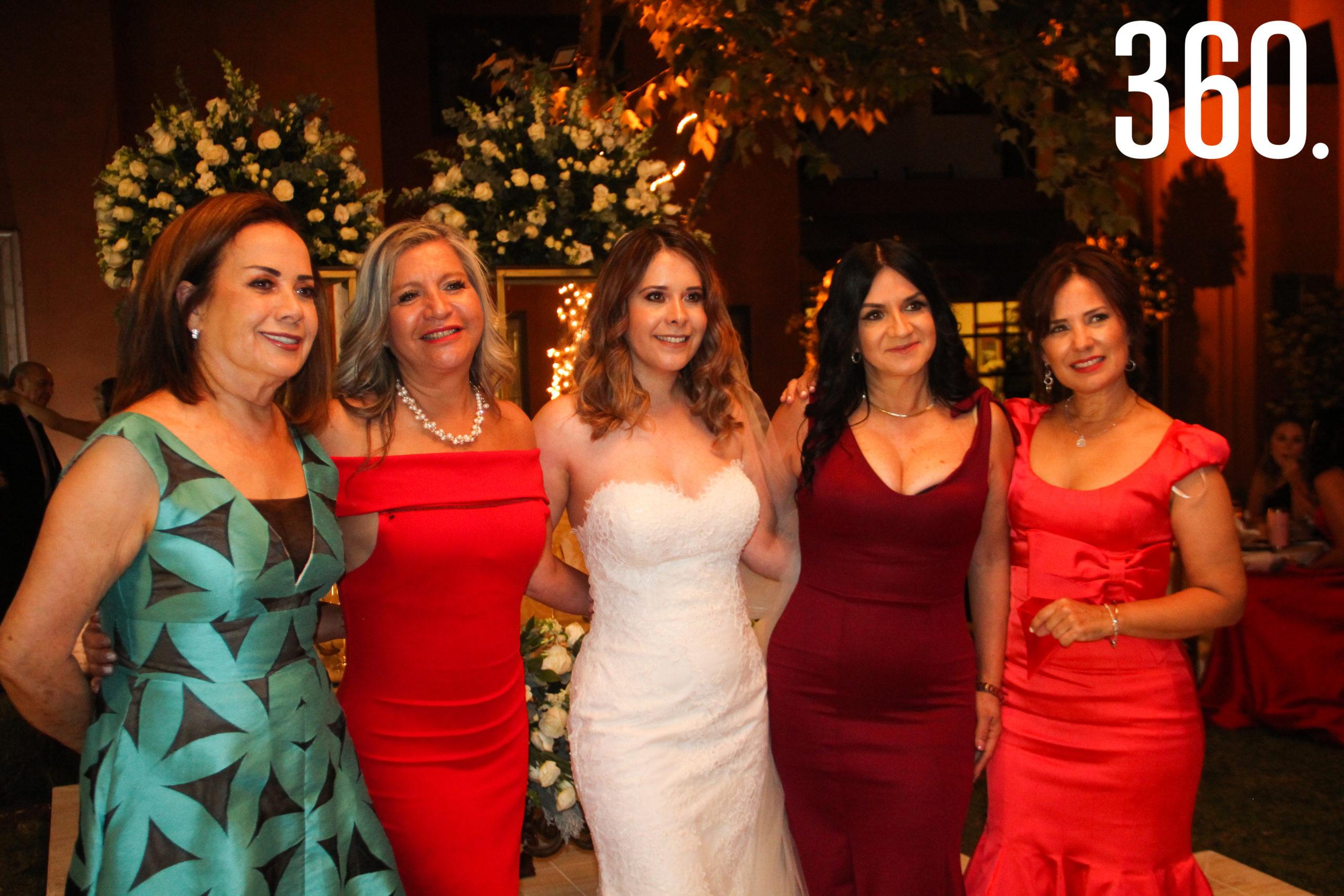 Denise Valdez, Rosalía Torres, Romina Obando, Georgina Varela y Armida Torres.