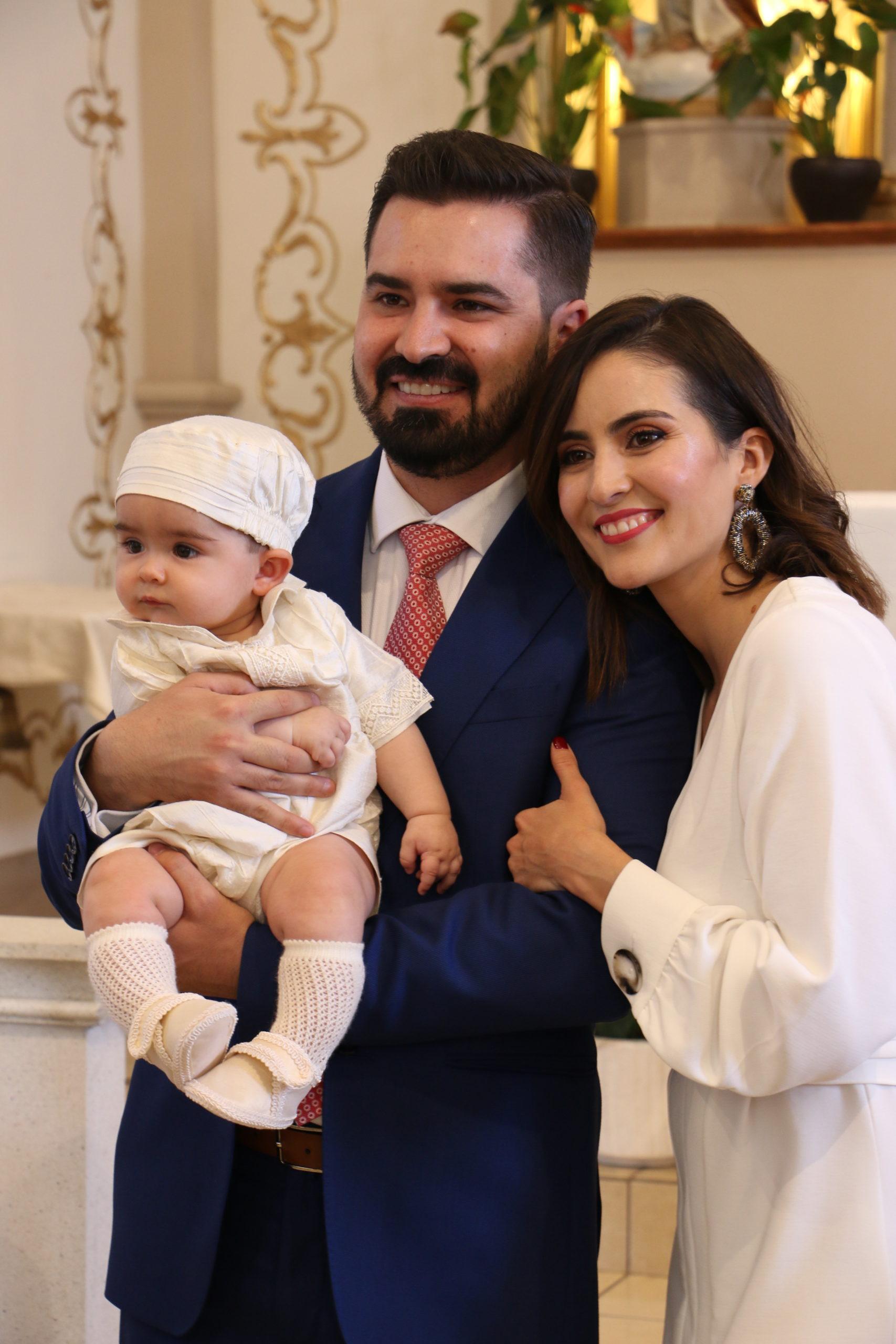 Jorge con sus papás.