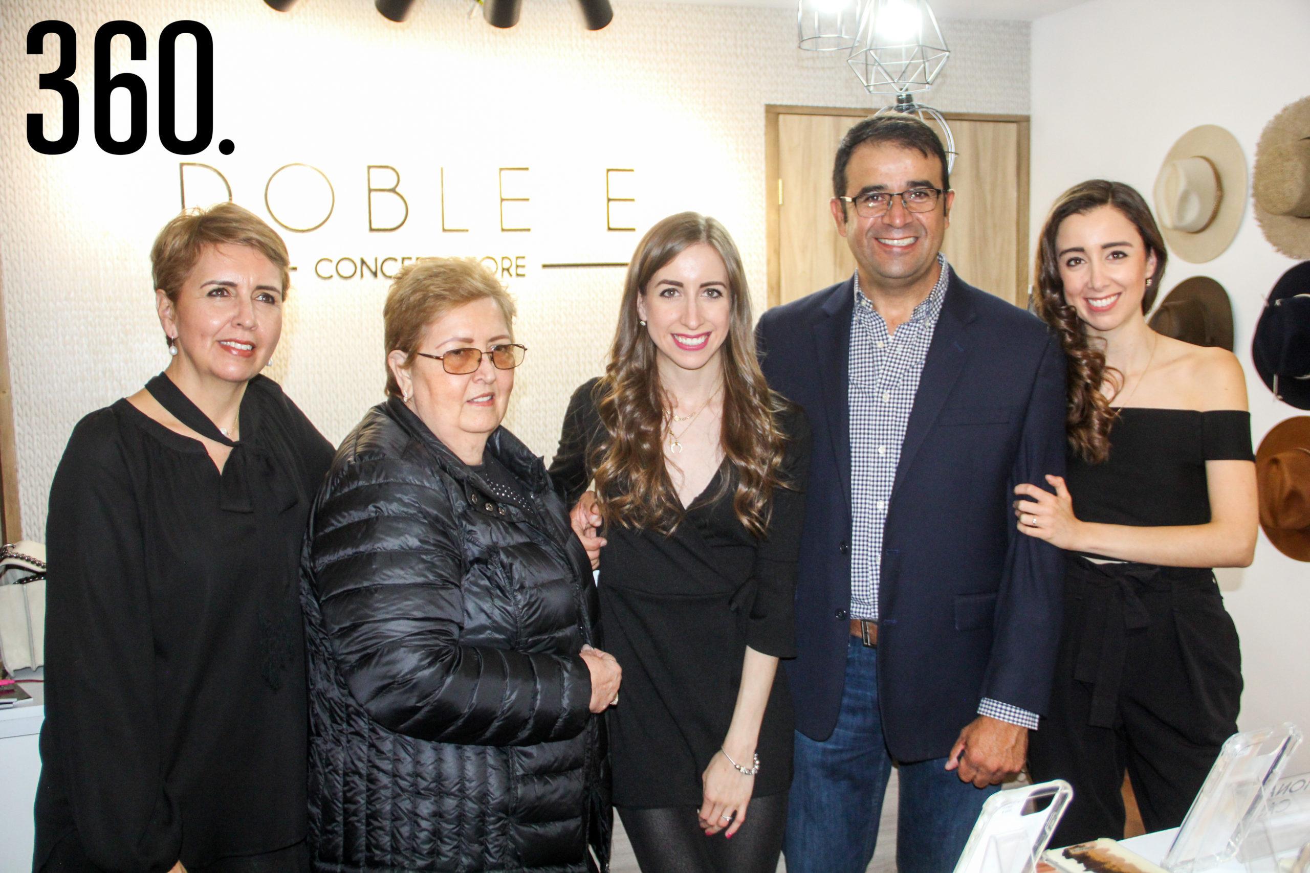 Chiquis Esquivel, María Ofelia Elizondo, Valeria Elguezabal, Roberto Elguezabal y Sofía Elguezabal.
