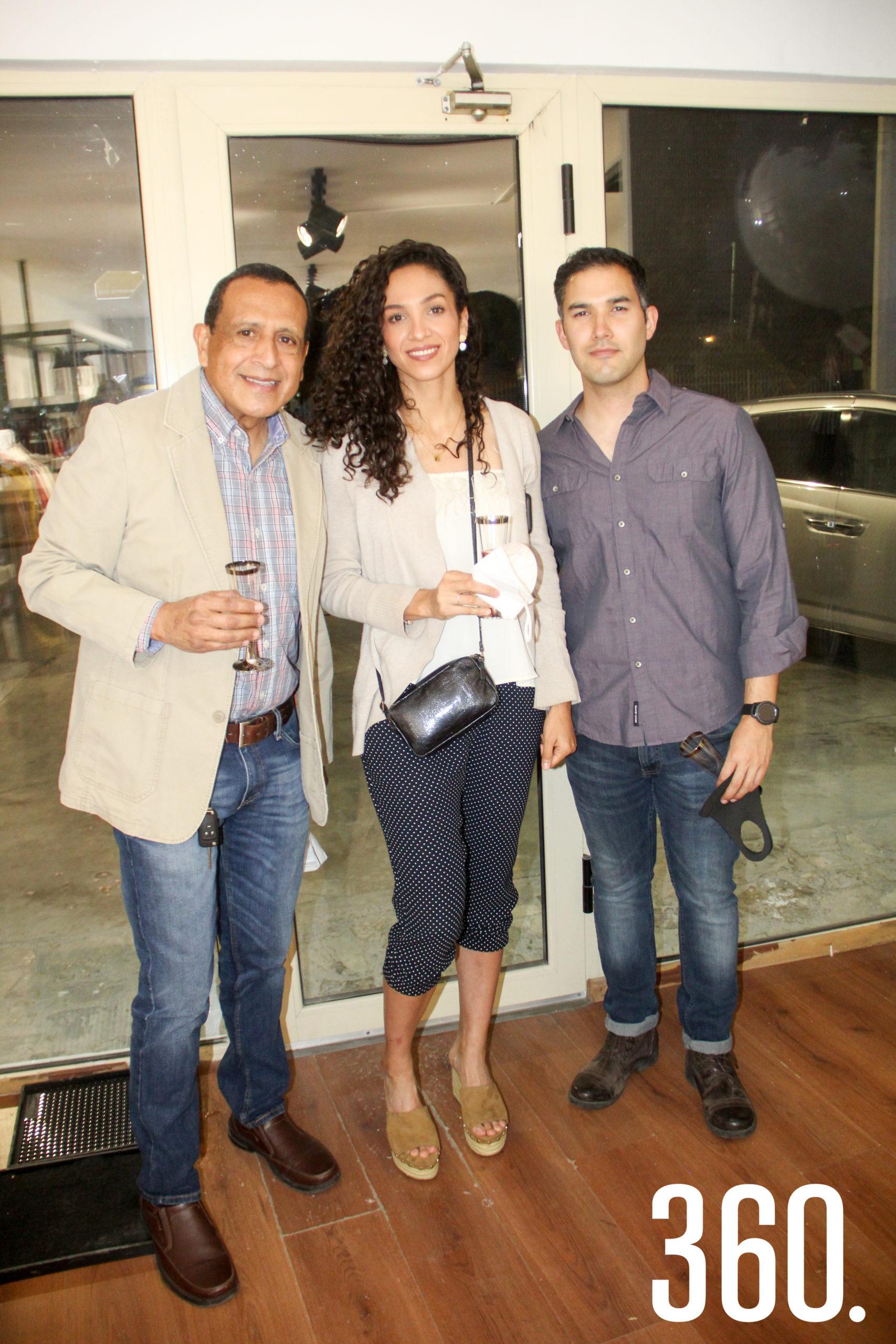 Lemuel Burciaga, María Burciaga e Iván Hernández.