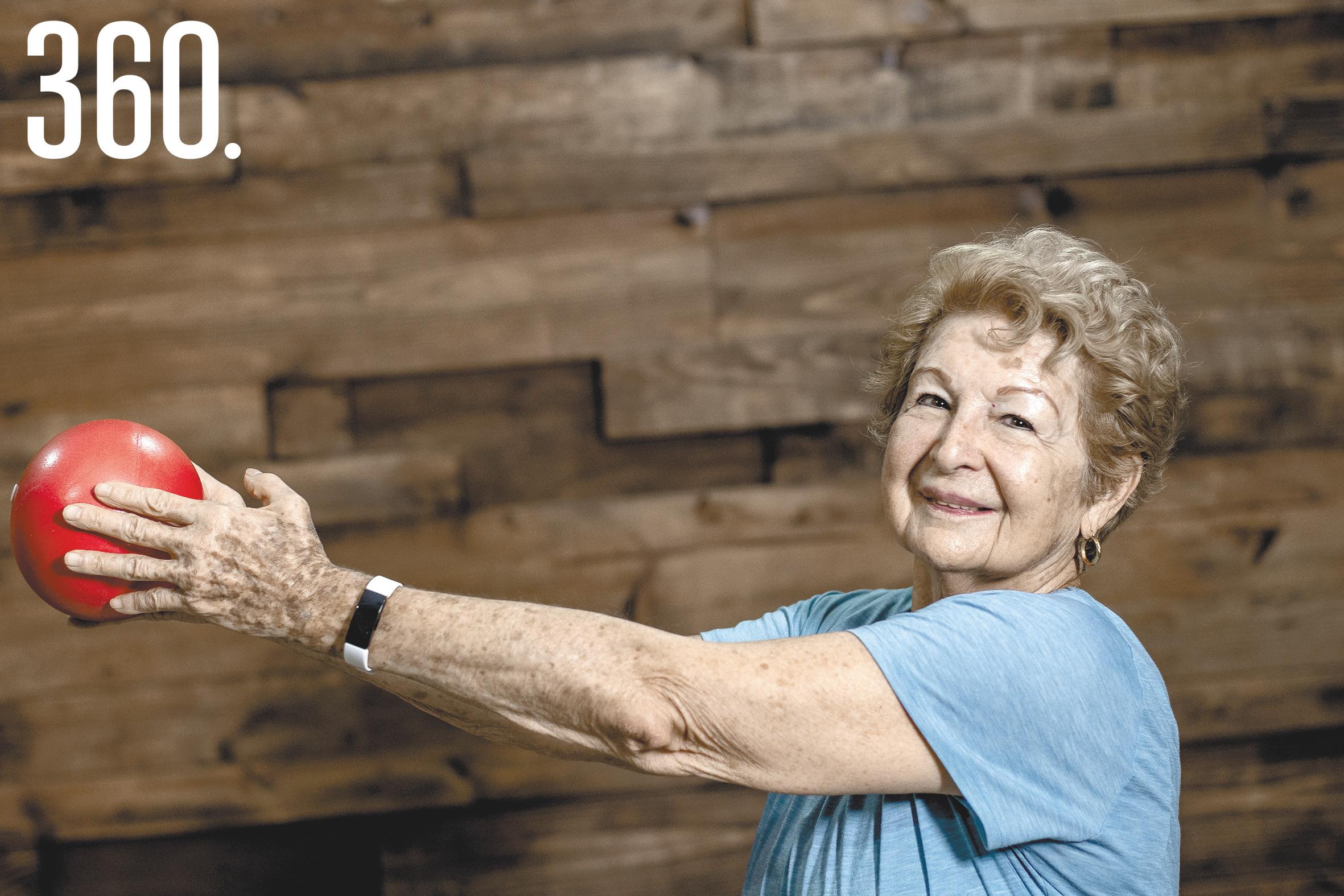 Alumnas de 60 y más fortalecen su sistema inmunológico y mantienen movilidad.