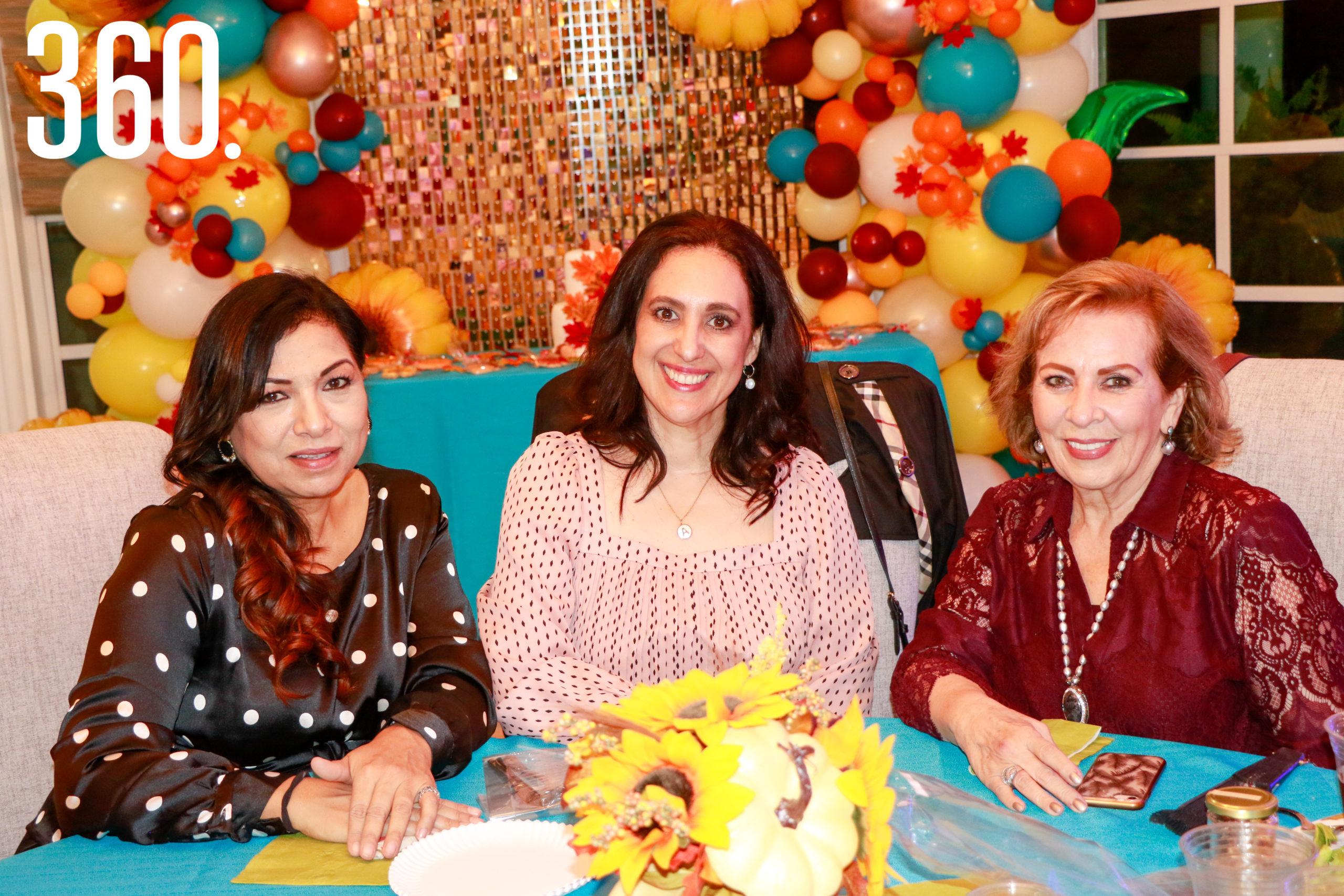 Paty Aguado, Alejandra de Peart y Blanca del Bosque.