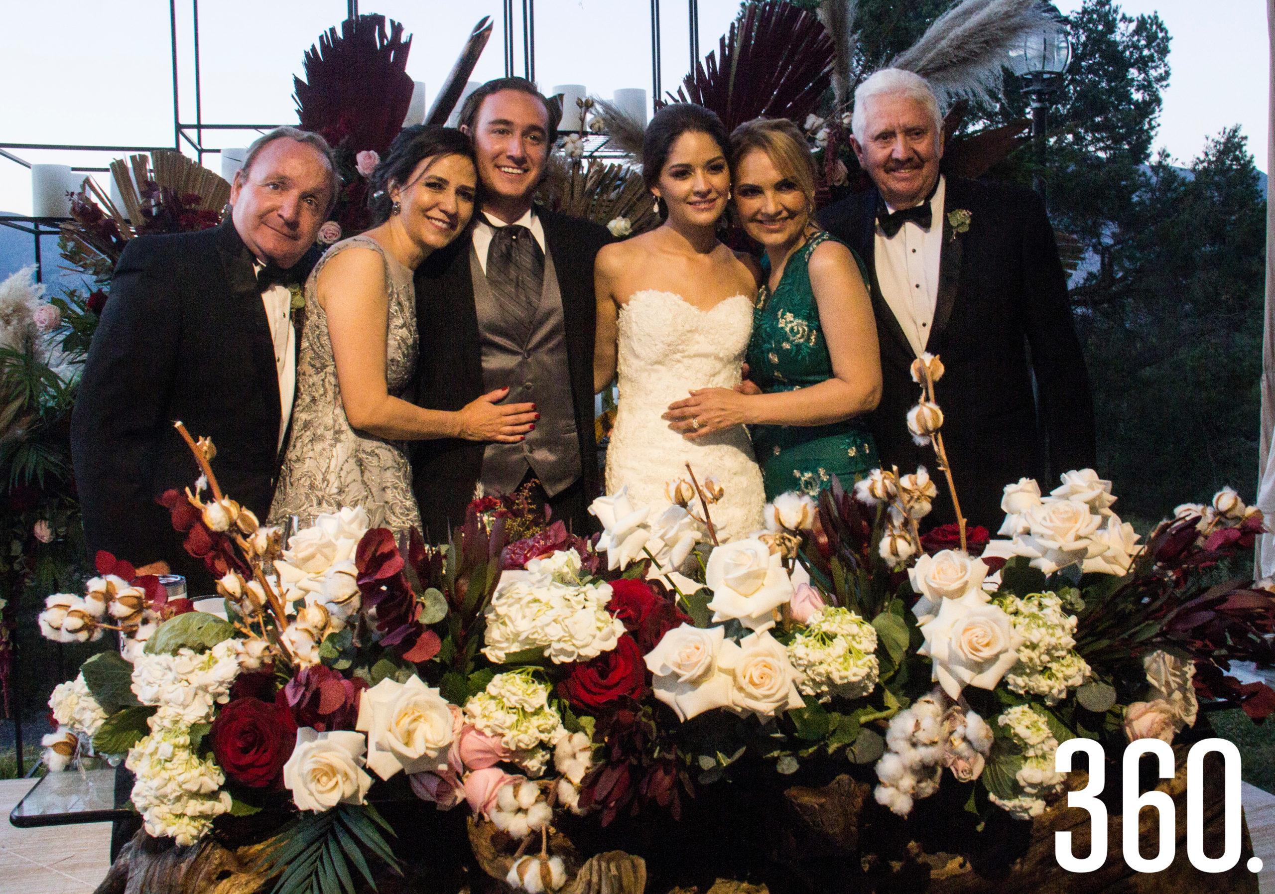 Jorge y Valeria con sus padres, Jorge Alberto Castro Flores y Gabriela Alejandra Torres Villarreal, María Cristina Meraz González y Alberto Javier Navarro Rivera.