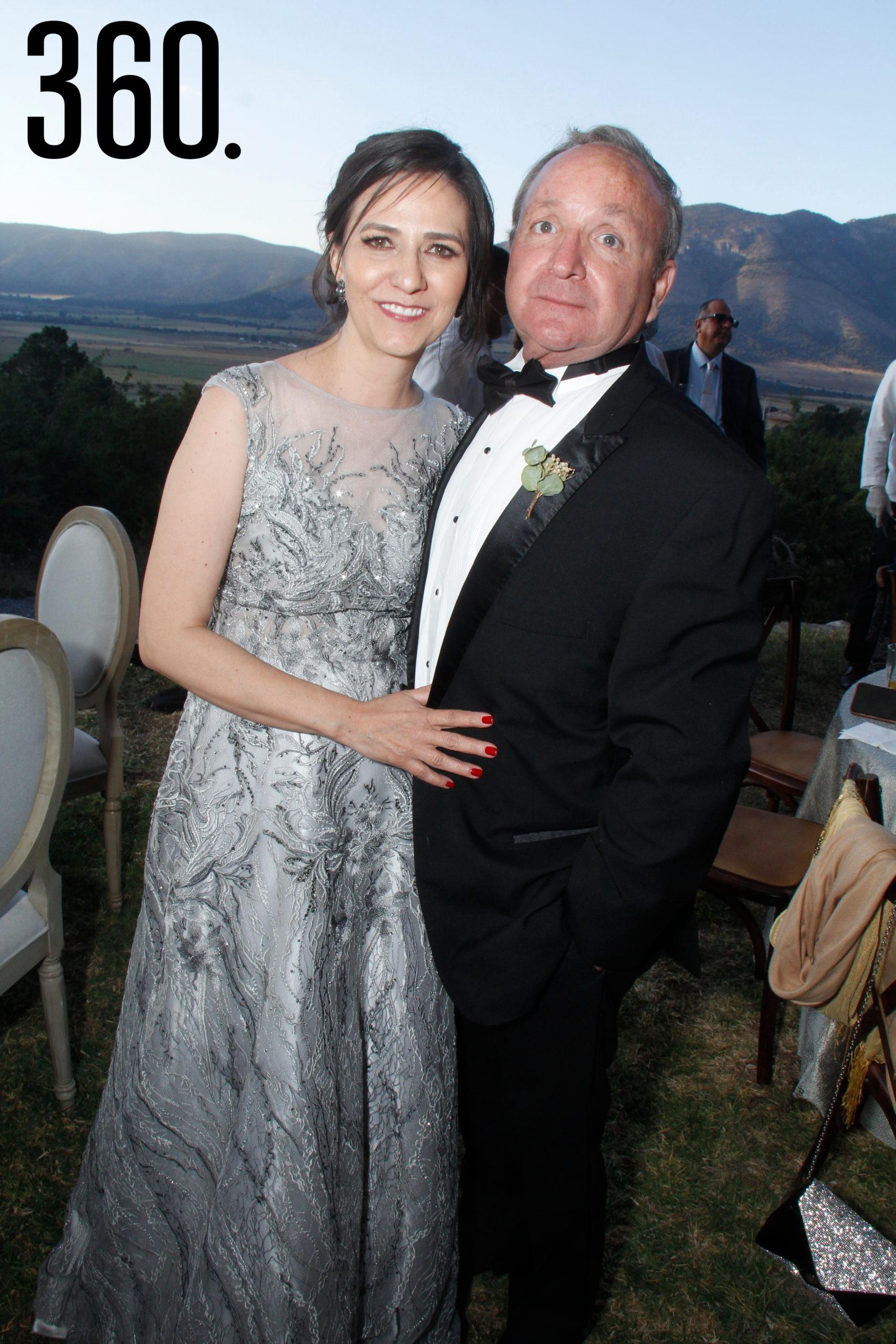 Jorge Alberto Castro Flores y Gabriela Alejandra Torres Villarreal, padres del novio.