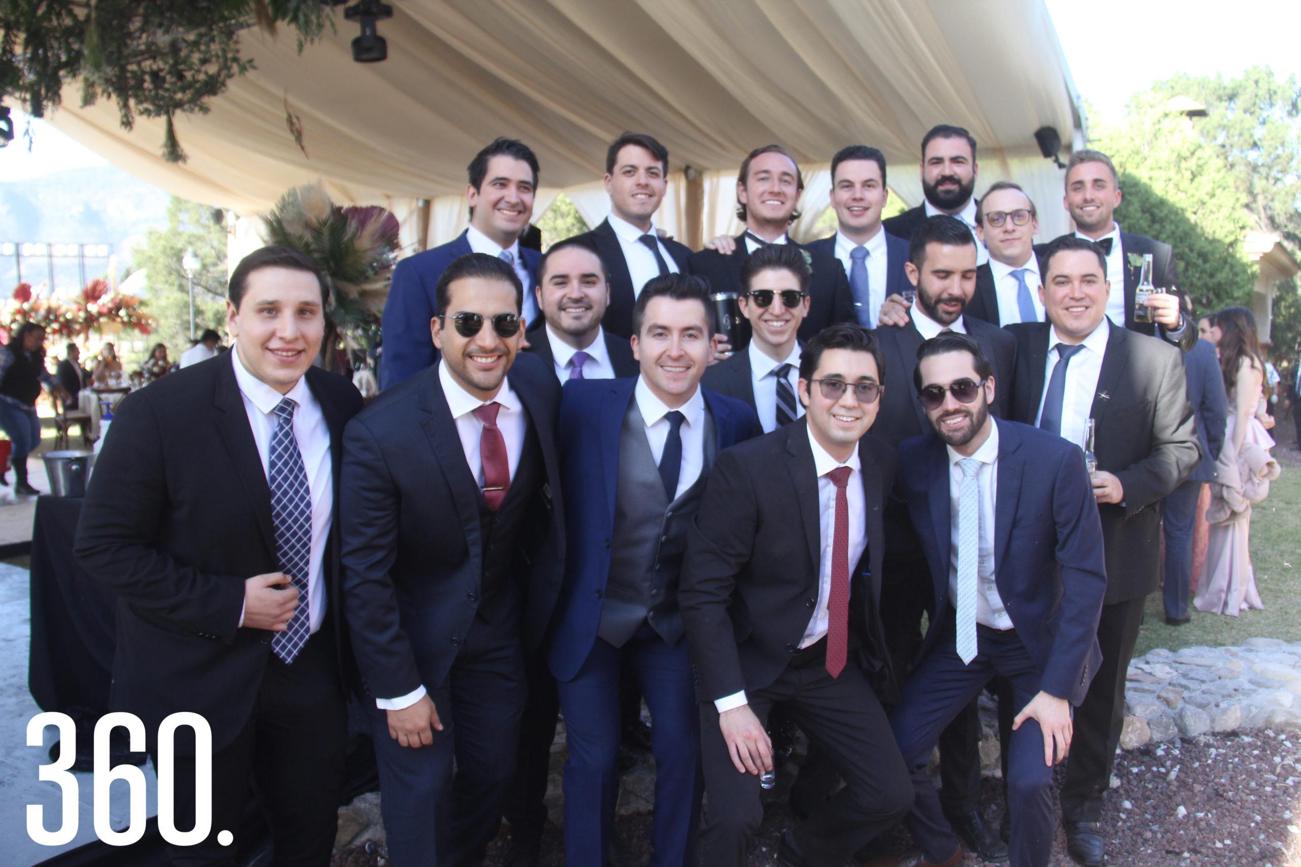 Jorge Castro acompañado por sus amigos.