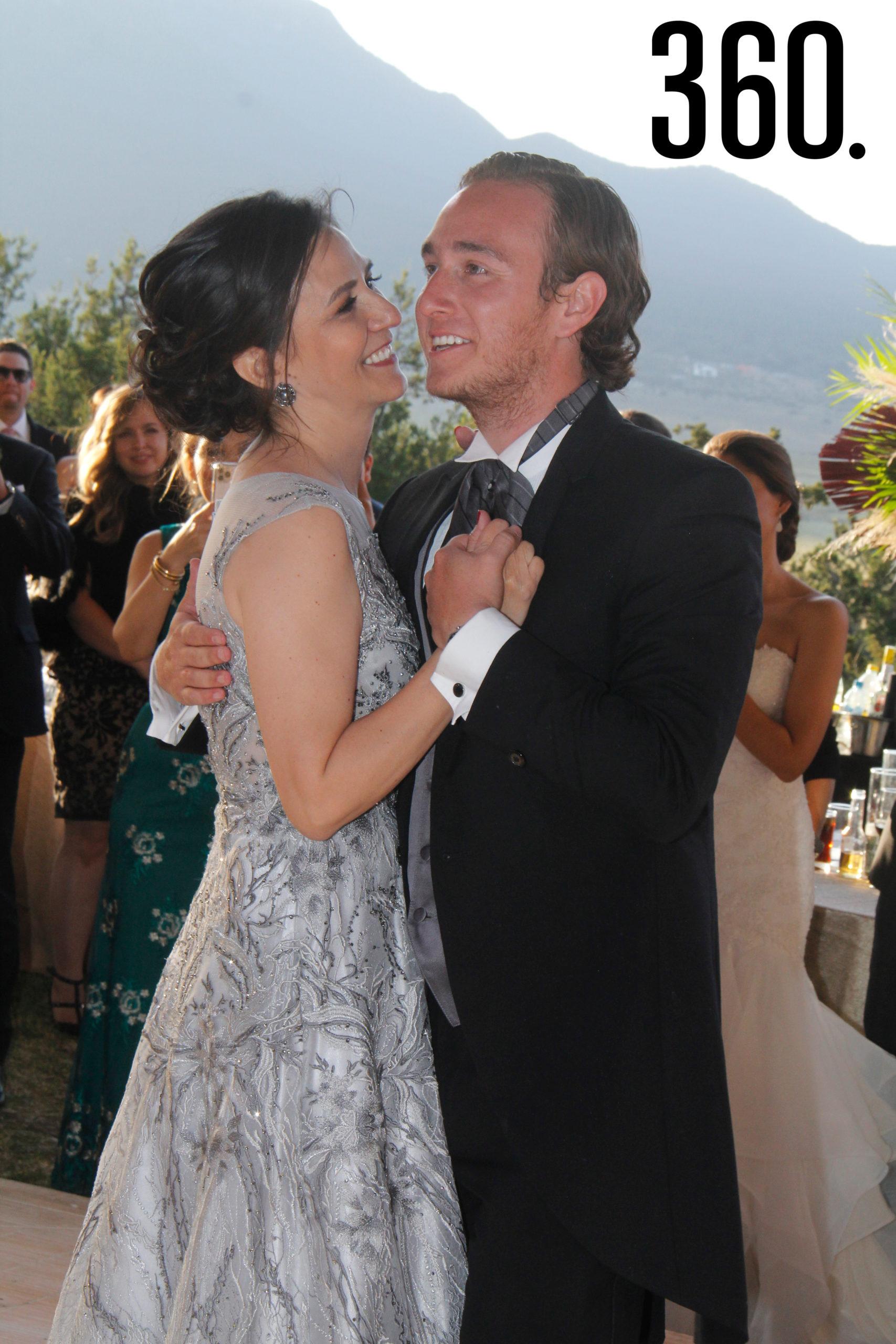 Gabriela Alejandra Torres bailó con su hijo Jorge.