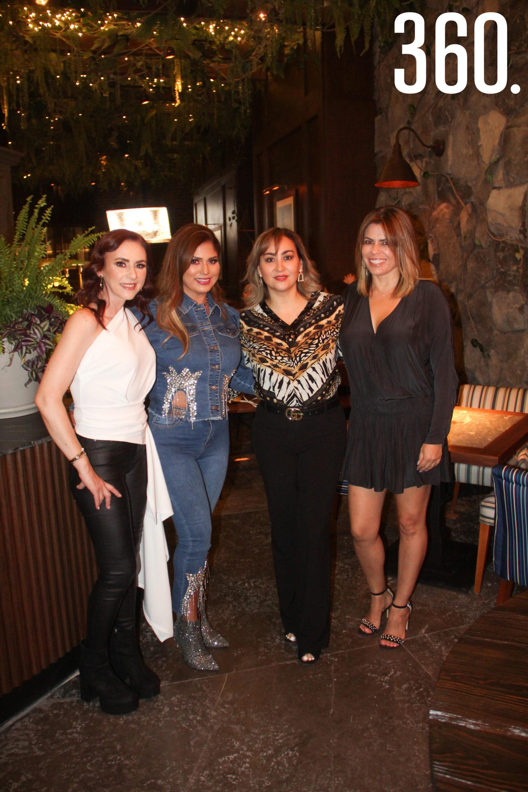 Bárbara Salinas, Yadira de Bonetti, Silvia de González y Miriam Alfaro.