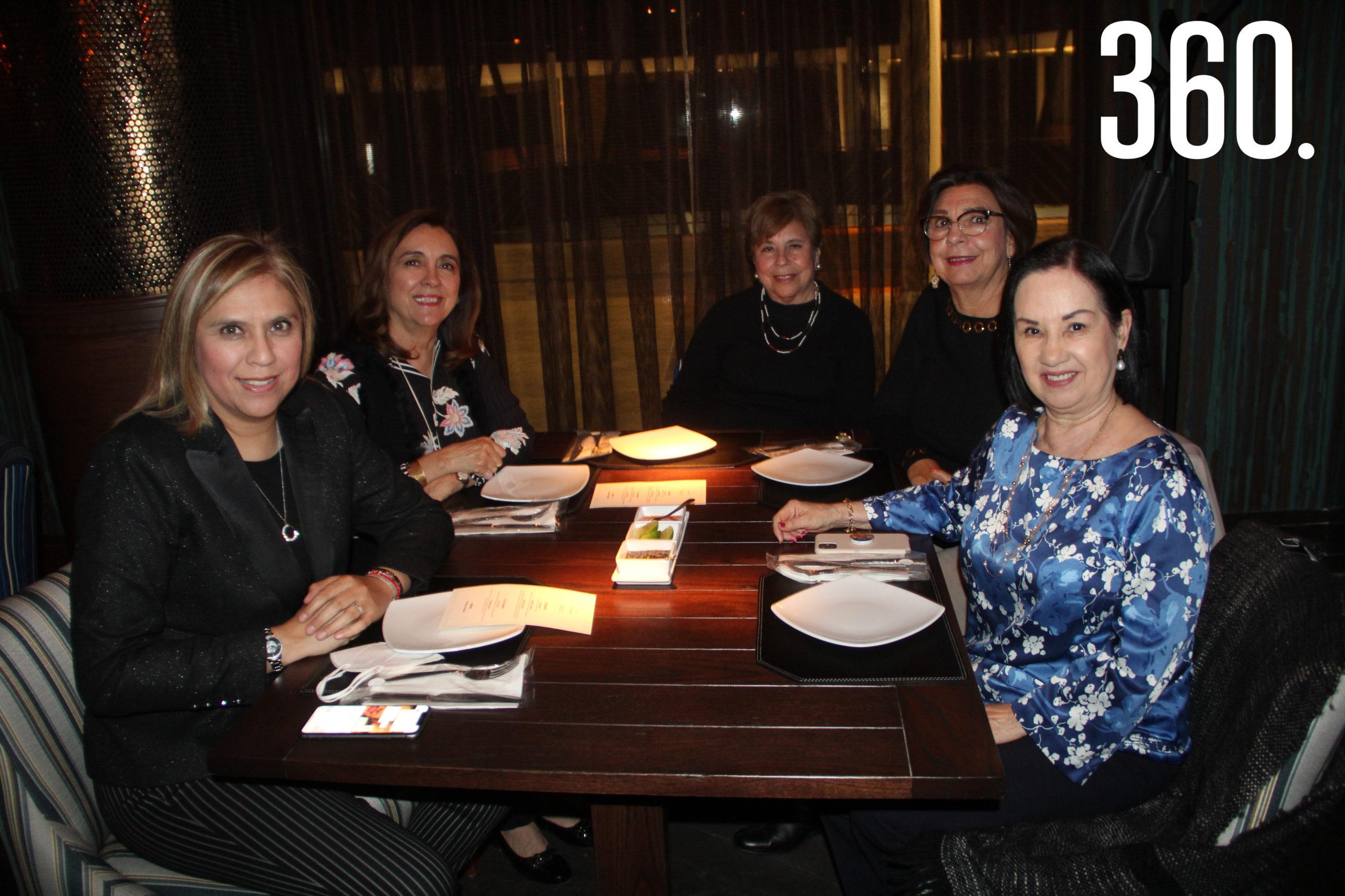 Griselda Elizalde, Pilar Vera, Doris Elizalde, Carolina Siller y Lourdes Villalón.