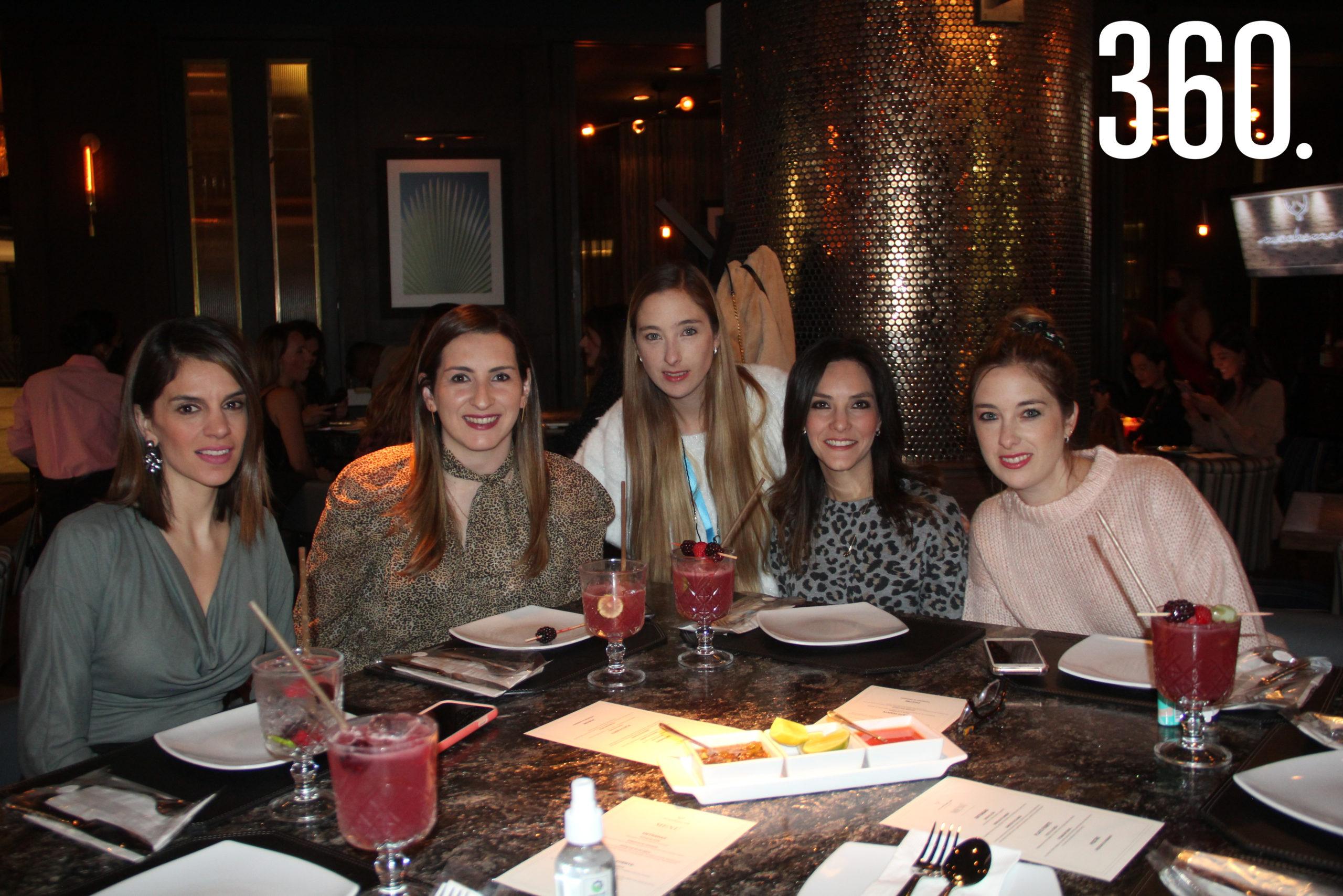 Sofía Menchaca, Paty Elizondo, Anabel Guajardo, Alejandra Gloria y Maribel Guajardo.
