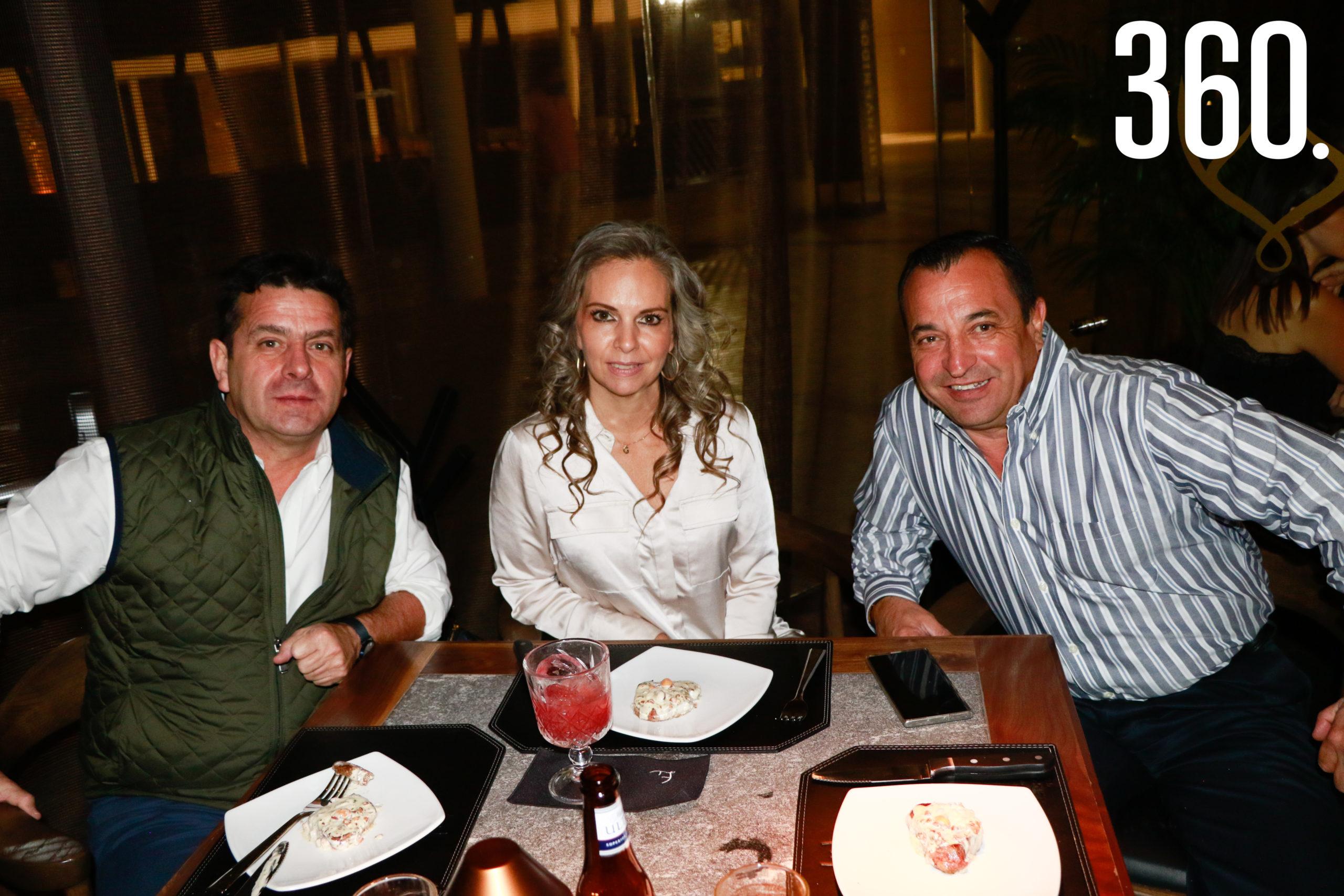 Ernesto Vega, Gabriela Samperio y Francisco Chaires.