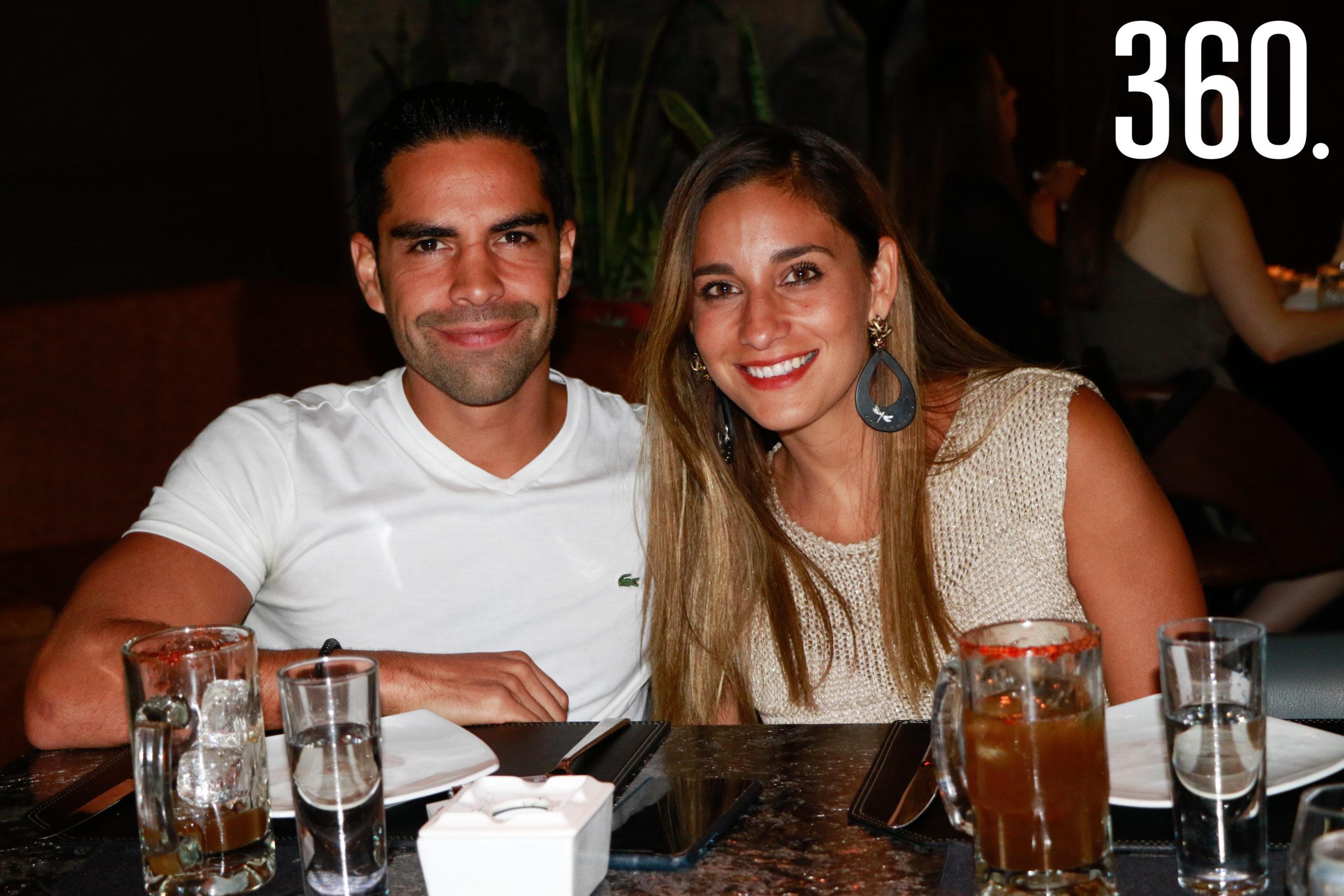 Enrique de la Torre y Gisela Rivera.