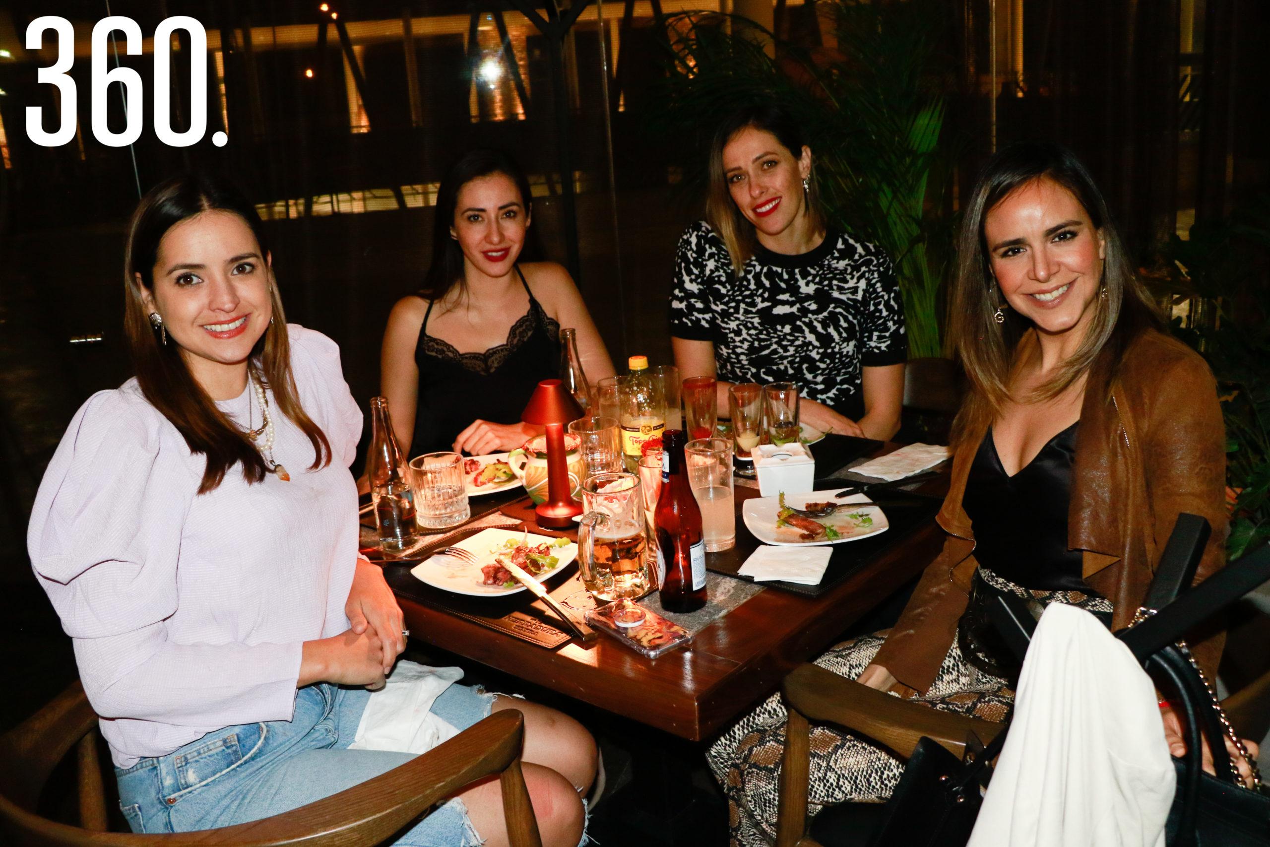 Emma Dávila, Narda Dávila, Elisa Bayado y Gaby Tovar.