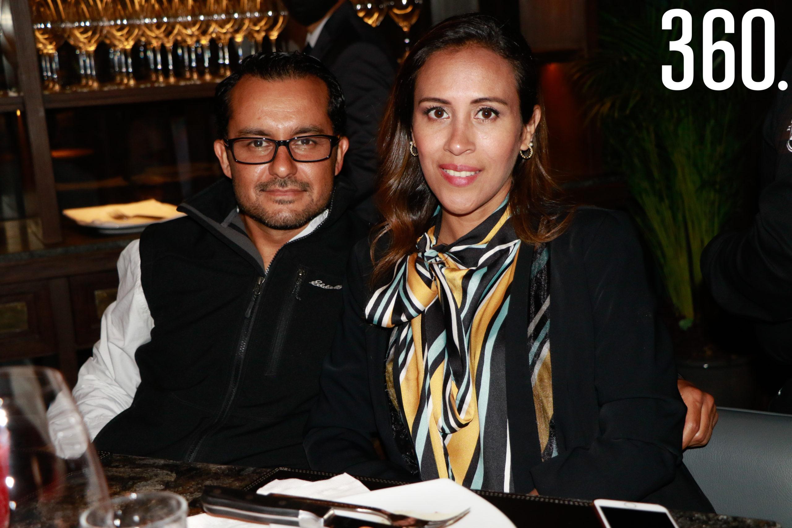 Javier Villasana y Diana García.