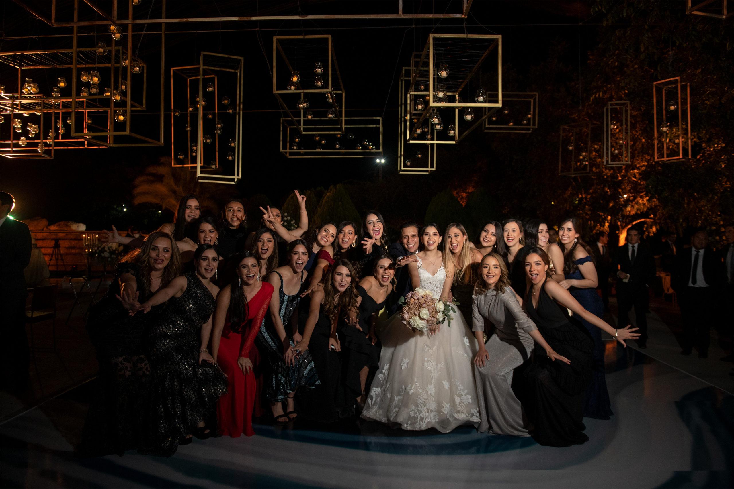 Las amigas de los recién casados hicieron del evento uno muy especial.